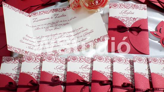 Esküvői meghívó bordó tasakban